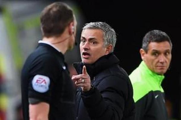 Mourinho Kritik Wasit Yang Tak Berikan Kartu Merah Untuk Bardsley