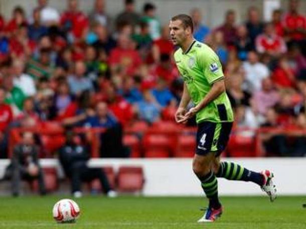 Aston Villa Berpotensi Lepas Satu Bek Tangguh Secara Gratis