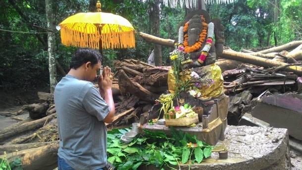Patung Ganesha Selamat Dari Serangan Banjir Bandang