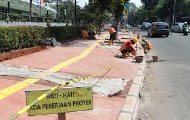 Perbaikan Trotoar Jalan Shudirman-Thamrin Harus Sudah Selesai
