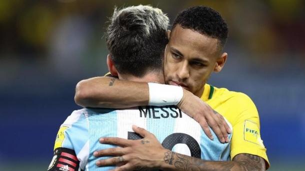 Neymar Memeluk Messi Setelah Argentina Di Singkirkan